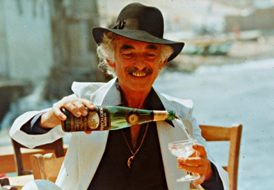 Salvador Dalí, a regular visitor of Porto Carras in the late 70's, pouring a glass of his favorite blanc de blanc.