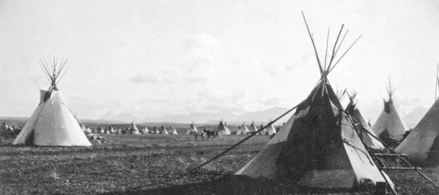 Piegan Camp, 1900 by Edward Curtis. Image courtesy University of Washington Digital Image Collection